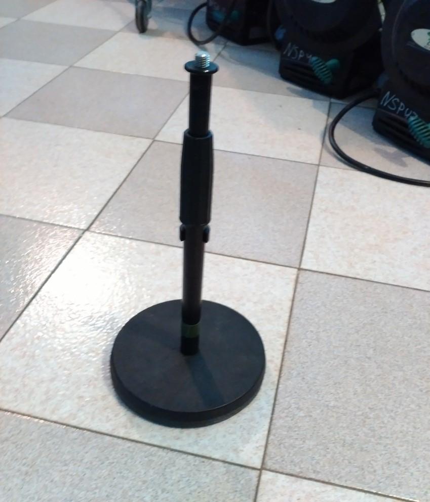 телескопическая прямая микрофонная стойка, круглое основание ,короткая